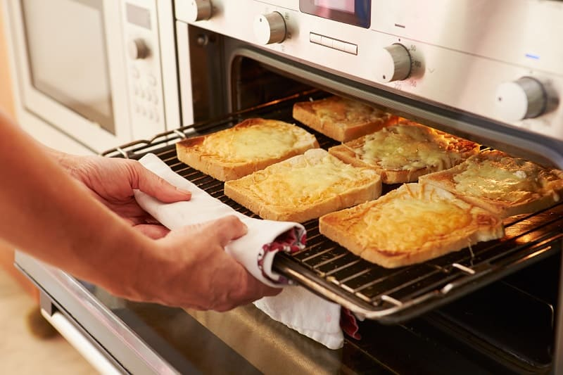 Grilling toast in oven