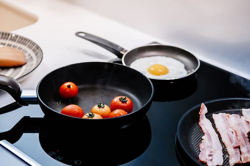 Frying pans on induction hob