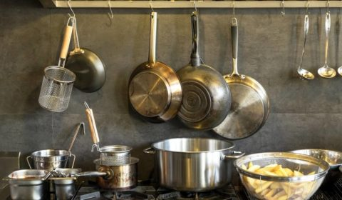 Saucepan vs. Frying Pan - What's the Difference?