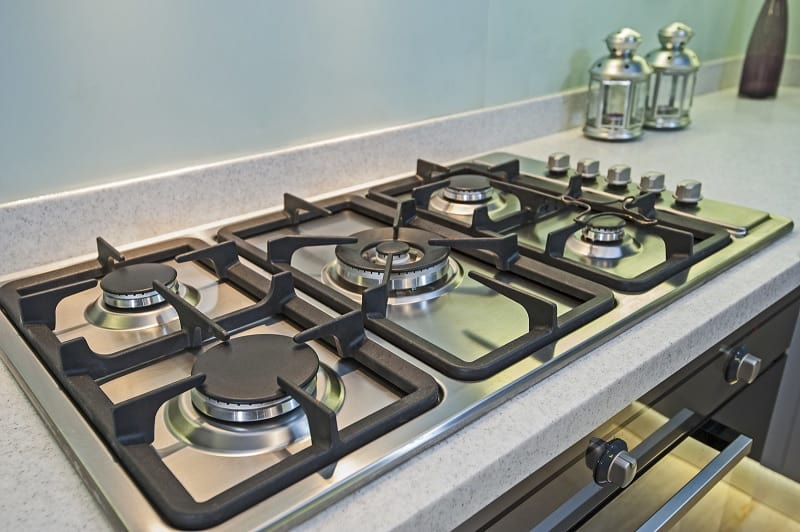 Gas cooker with 5 burner hobs