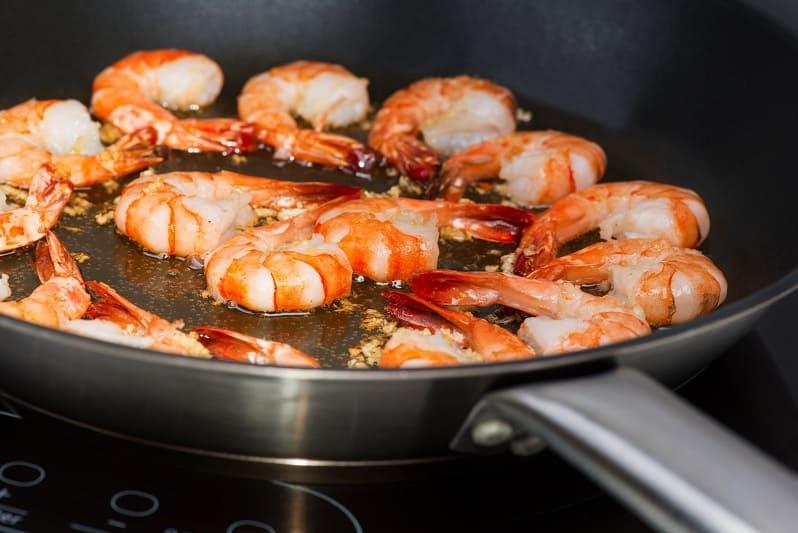 Frying shrimp in skillet